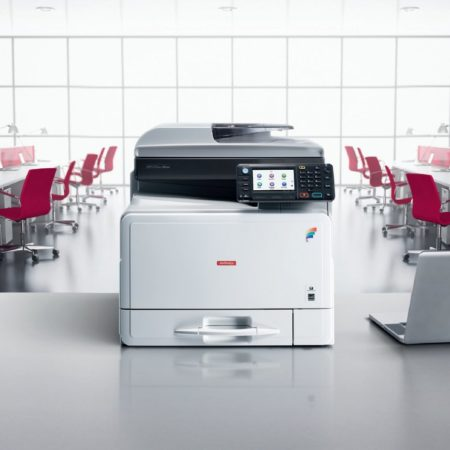 Ricoh stampante multifunzione Mp-C305SP su scrivania Logical System